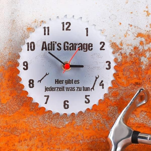 Personalisierte Uhr für Garage als Sägeblatt - Hier gibts es jederzeit was zu tun