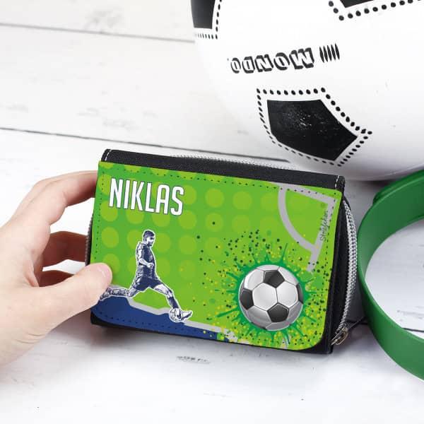 personalisierte Geldbörse für Kinder bedruckt mit Fußballmotiv und Wunschnamen