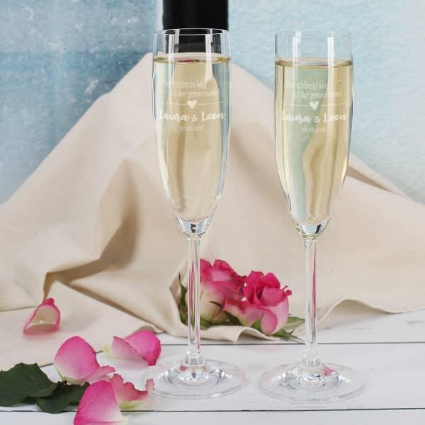 Zwei gravierte Sektgläser zur Hochzeit