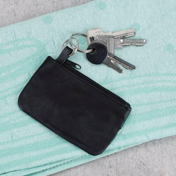 Schwarzes Schlüsseletui aus Kunstleder