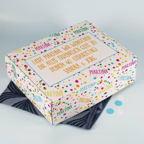 Große Geschenkbox mit Konfetti, Name und Wunschtext