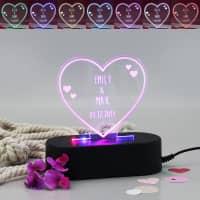 Acryllampe in Herzform mit Namen und Datum
