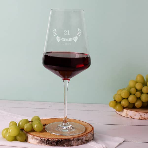 Graviertes Rotweinglas zum Geburtstag