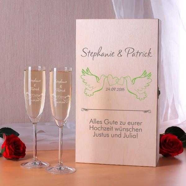 Gravierte Sektgläser als Geschenkset zur Hochzeit