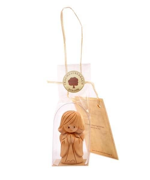 Schutzengel mit Schutzbrief aus Ton