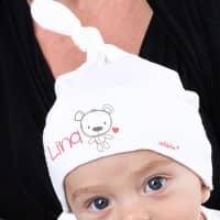 Weiße Babymütze mit Bärchenaufdruck und Wunschname