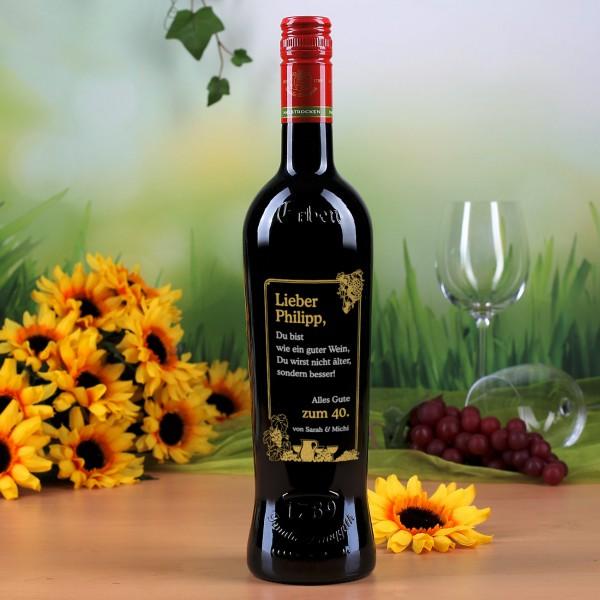 Gravierte Weinflasche mit Trauben Motiv zum Geburtstag