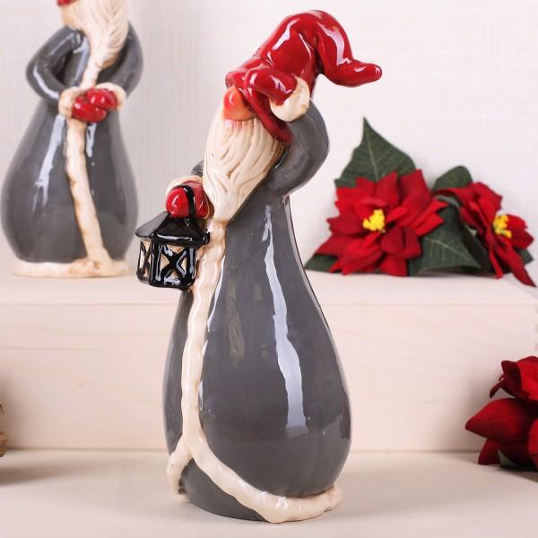 Weihnachtswichtel mit Laterne aus Keramik