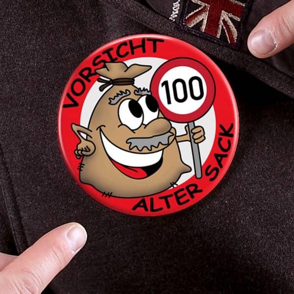 XXL-Button zum 100. Geburtstag