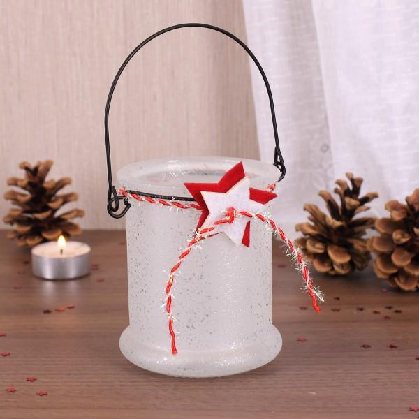 Windlicht zur Weihnachtszeit mit Metallbügel und Sternen in weiß