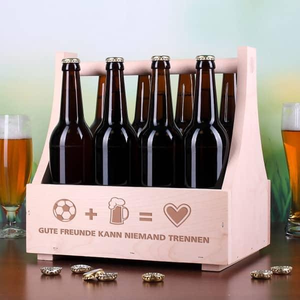 Bierträger aus Holz für Fußballfans mit Wunschtext graviert