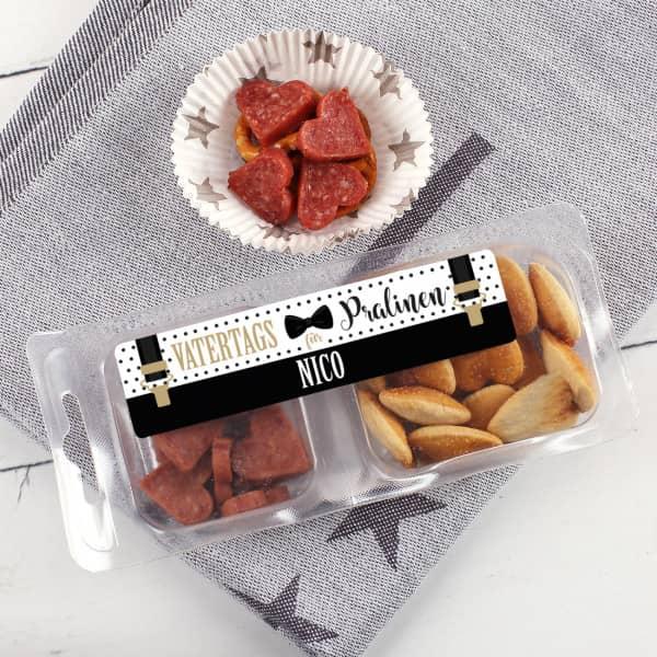 Salamiherzen Snack Box zum Vatertag in Hosenträgeroptik