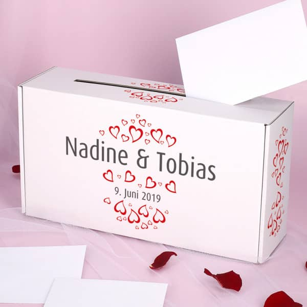 Briefbox zur Hochzeit mit Herzen, Namen und Datum bedruckt