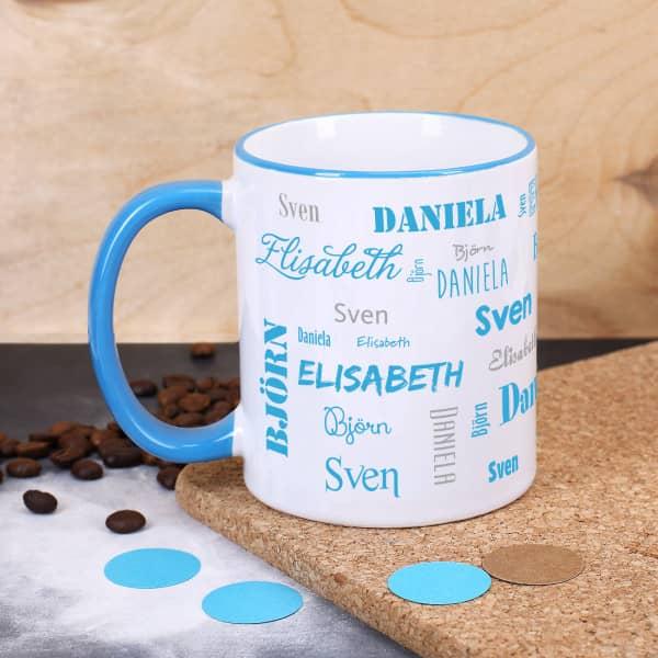 Vier Namen - Familientasse mit hellblauem Rand und Henkel