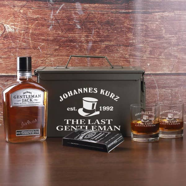 Whisky Set mit Munitionskiste, Whiskygläsern, Jack Daniels und Schokolade