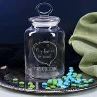 Gravierte Glasdose mit 3 Zeilen Wunschtext, Sprechblase und Herzen