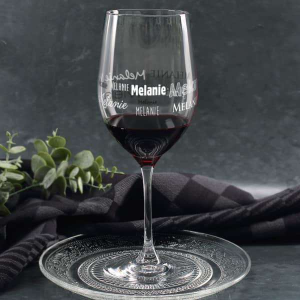Leonardo Weinglas mit Namensaufdruck in verschiedenen Schriftarten