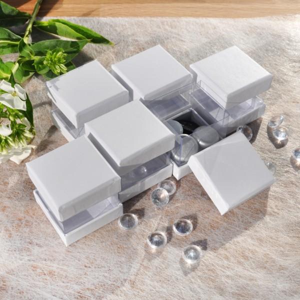 weiße Boxen zum Befüllen