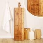 1 Meter Bambusbrett - Wo die Liebe den Tisch deckt - mit zwei Wunschtextzeilen graviert