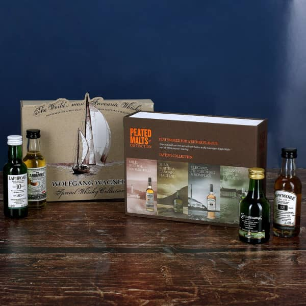 Whisky-Kollektion mit 4 der weltbesten torfig-rauchigen Single Malts in bedruckter Geschenkverpackung mit Wunschname und Segelschiff