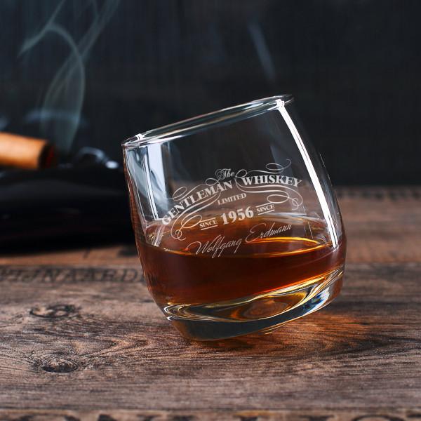 Schräg stehendes Whiskyglas für Gentleman mit persönlicher Gravur